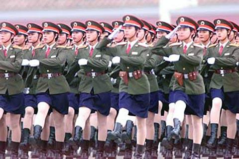 国庆50周年国庆阅兵仪式上的女卫生兵方队-胡锦涛主席亲审国庆60周